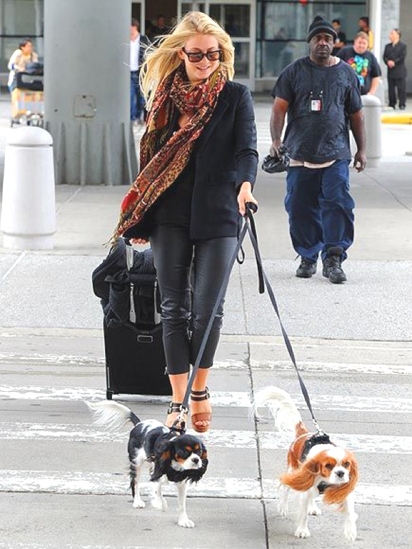 julianne-hough with cavaliers airport